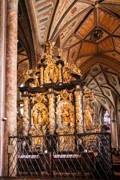 Interno della Pfarrkirche di St Wolfgang - Doppio altare di Schwanthaler