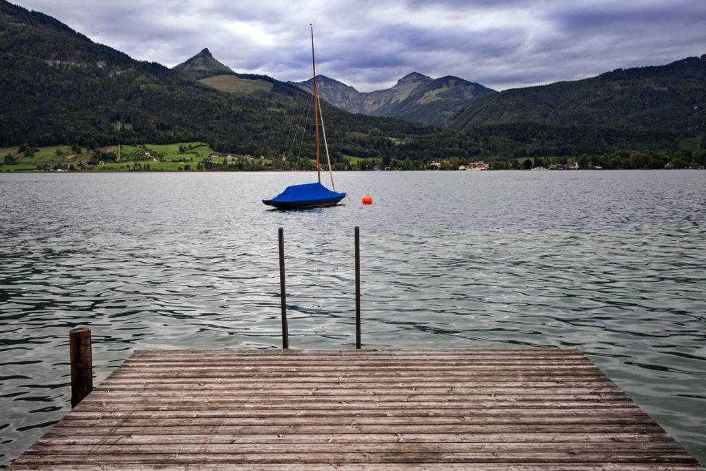 Molo e barca nel lago