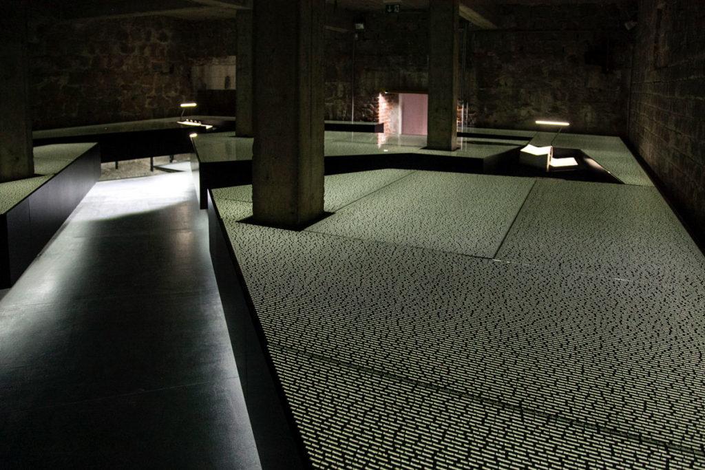 Nomi di tutti i deportati a Mauthausen - Installazione nei sotterranei dell infermeria