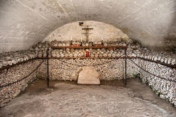 Ossario del XII secolo nella chiesa parrocchiale di Hallstatt