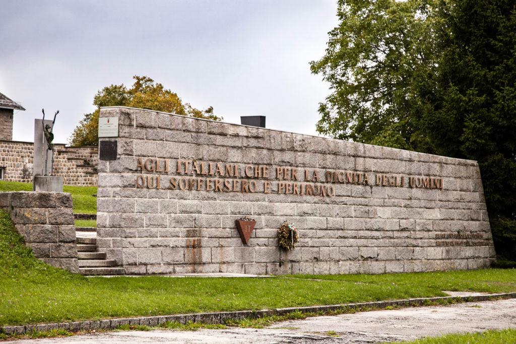 Parco dei Monumenti - Omaggio ai deportati morti nei campi di concentramento - Monumento Italiano