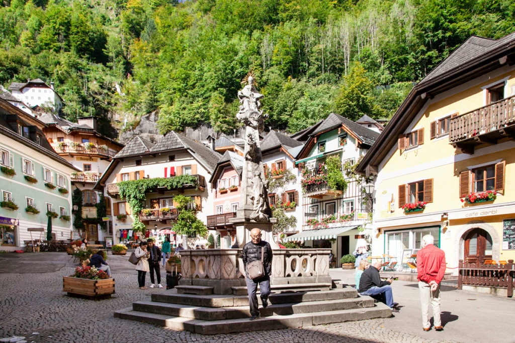 Piazza del mercato e colonna della santissima trinità