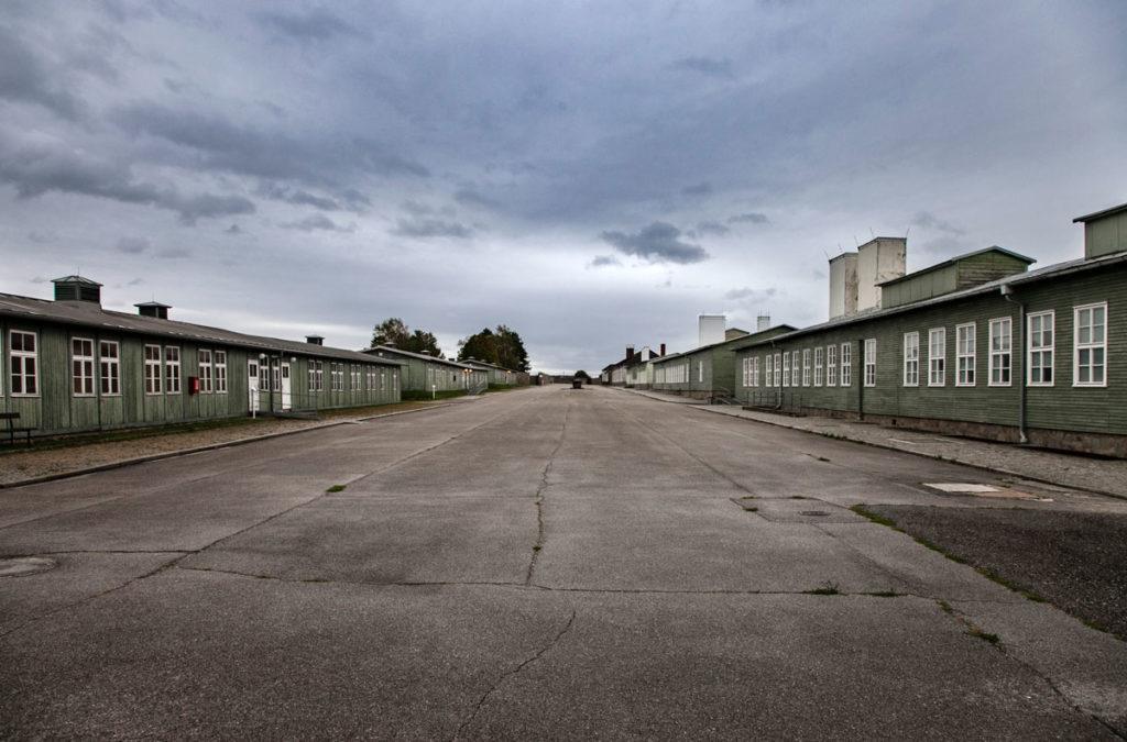 Piazzale dell'Appello - Tra le Baracche dei prigionieri di Mauthausen