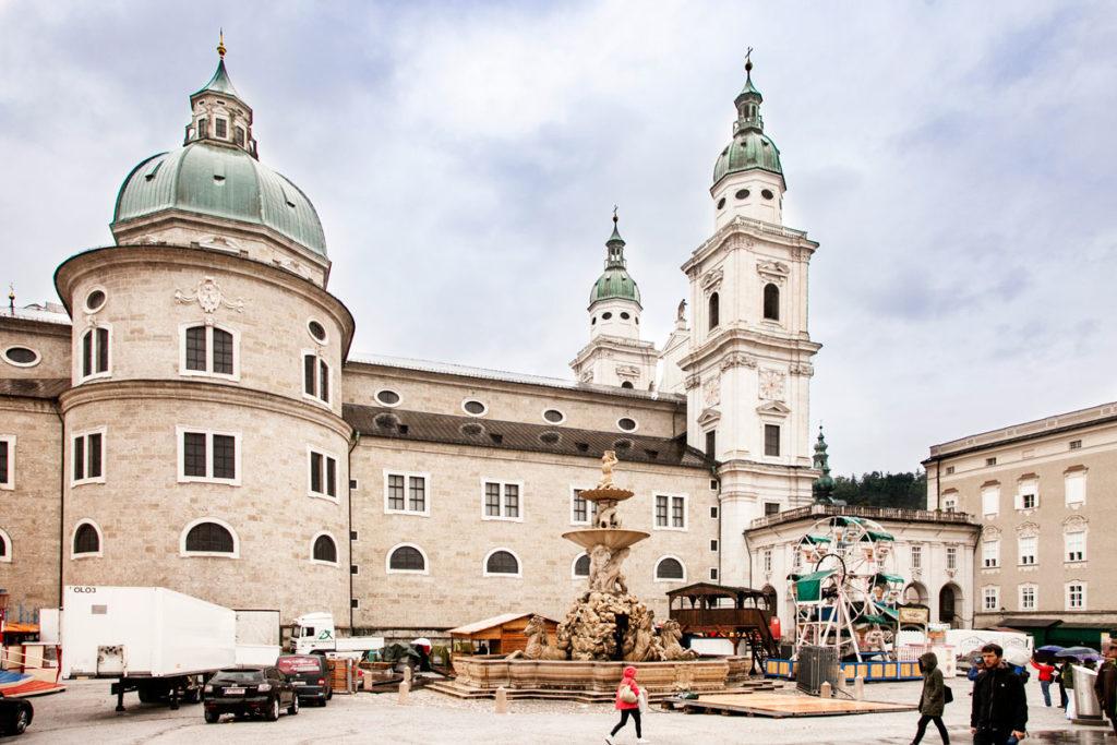 Residenzplatz con Duomo - Cosa Vedere a Salisburgo