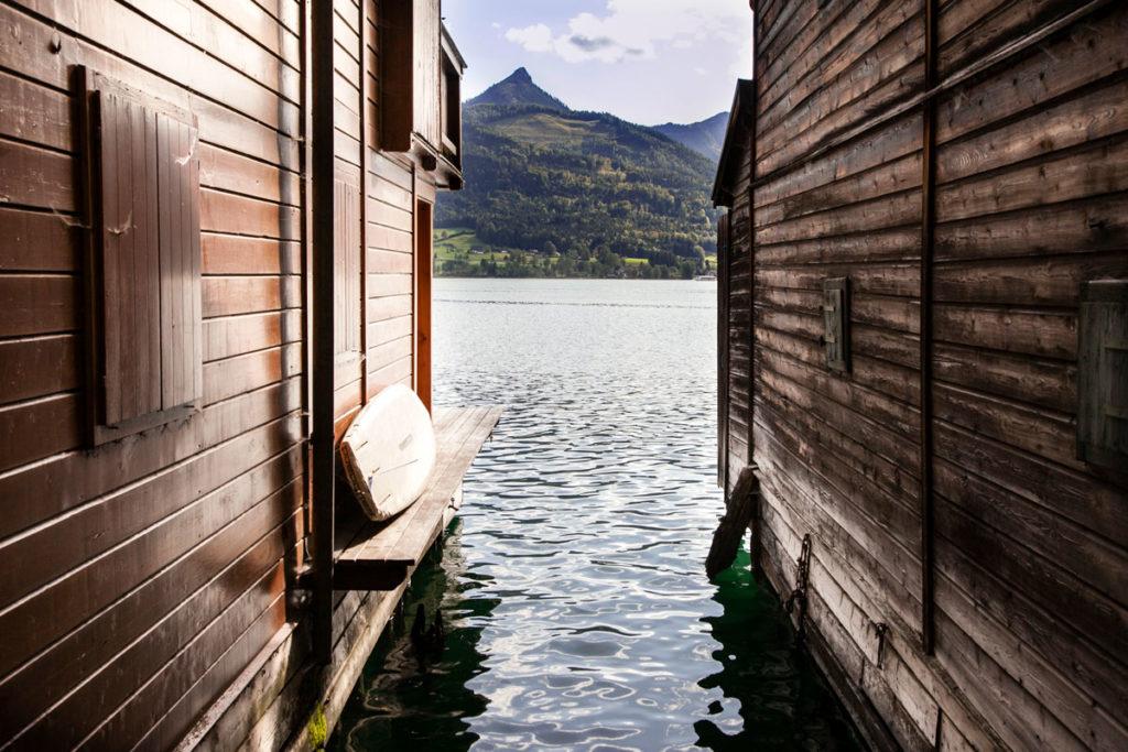 Tavola tra due capanni sul lago - Salzkammergut