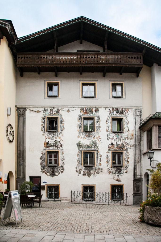 Vecchio palazzo con Facciata Affrescata