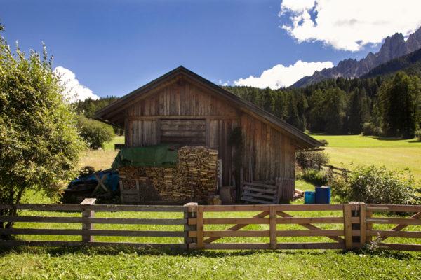 Attrezzaia e Catasta di Legno - Ciclabile Dobbiaco Lienz - Trentino Alto Adige