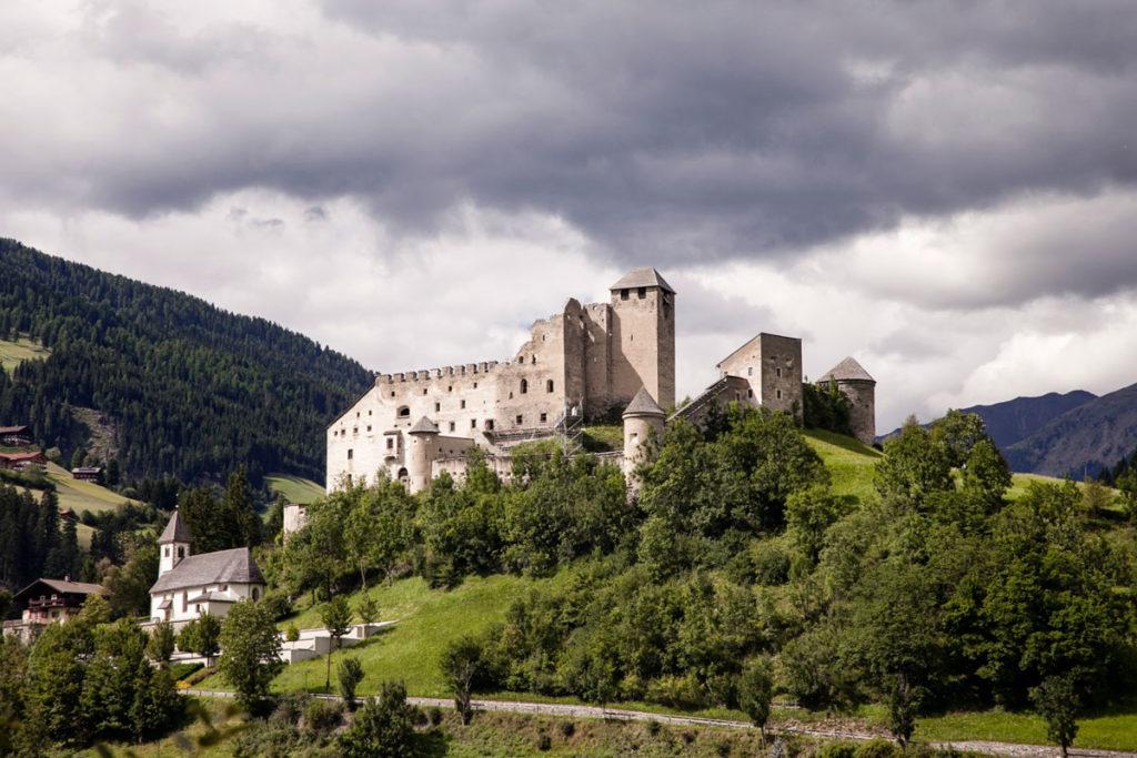 Burg Heinfels - Castello Heinfels sulla ciclabile Dobbiaco Lienz