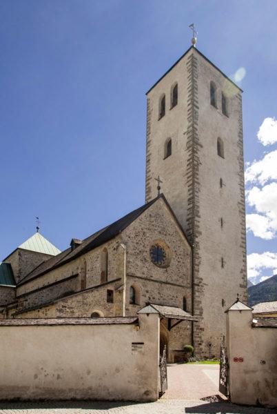 Collegiata dei Santi Candido e Corbiniano - Corte e Cimitero