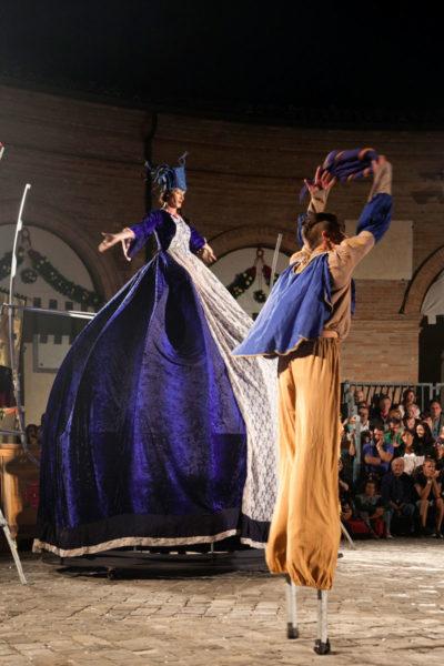 Esibizione compagnia teatrale Oplas - Palio del Daino di Mondaino