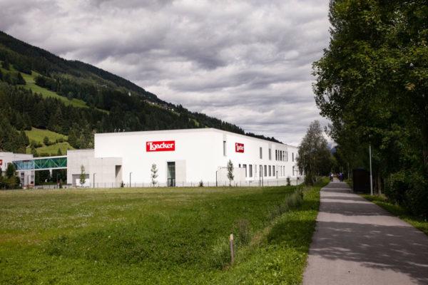 Fabbrica della Loacker sulla ciclabile San Candido Lienz