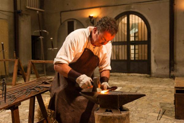 Fabbro nella rievocazione storica medievale