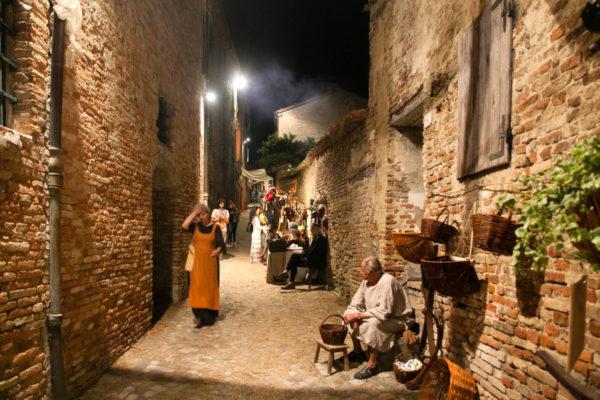 Notte tra i vicoli di Mondaino - Palio del Daino