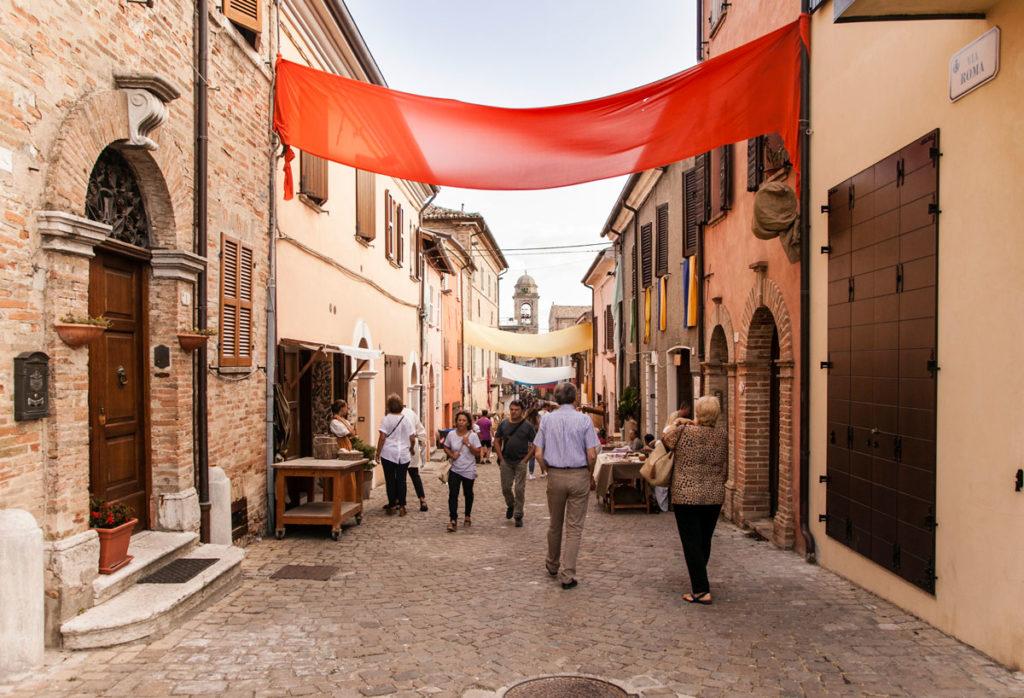 Via Roma - Mondaino - Durante il palio del paese