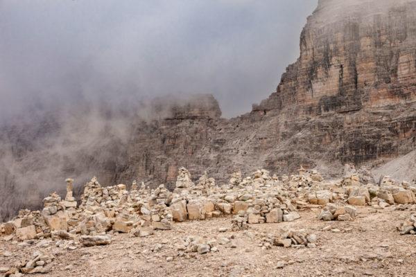Accumuli di sassi lasciati dagli escursionisti