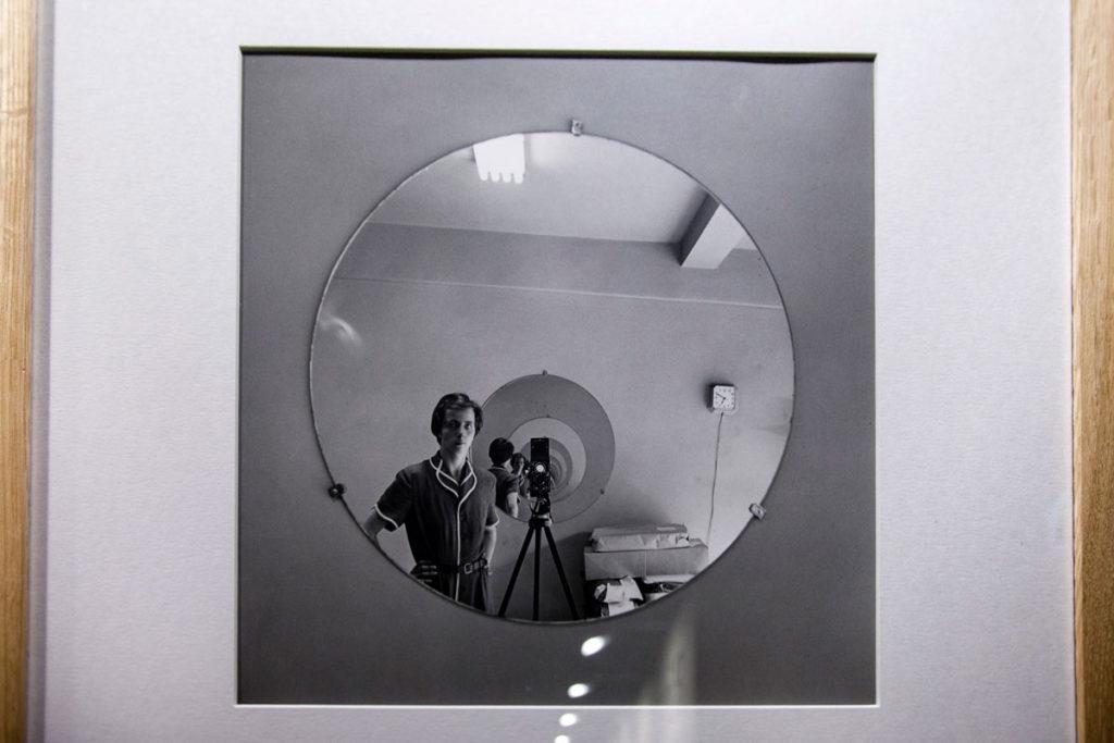 Autoritratto della fotografa Ritrovata - Vivian Maier - Negativi in soffitta