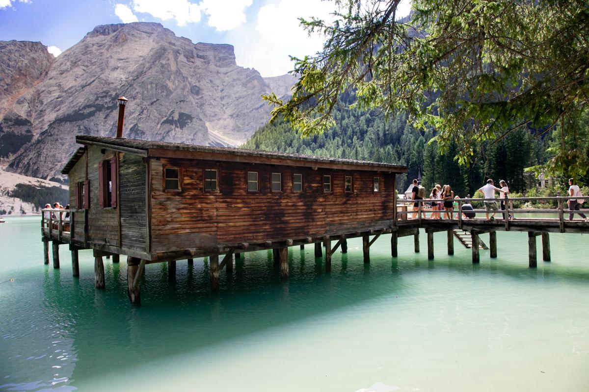 Un giorno sul lago di braies tutto quello che c 39 da sapere for Noleggio di cabine per lago