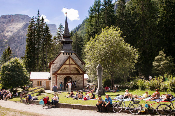 Chiesetta dedicata alla Madonna sul lago