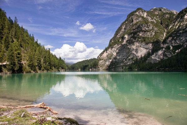 Panorama di una giornata al lago
