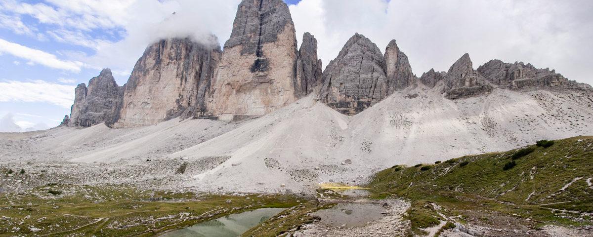 Panorama sulle Tre Cime del Lavaredo e laghetti Alpini