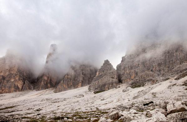 Roccia e Speroni nascosti nelle nuvole