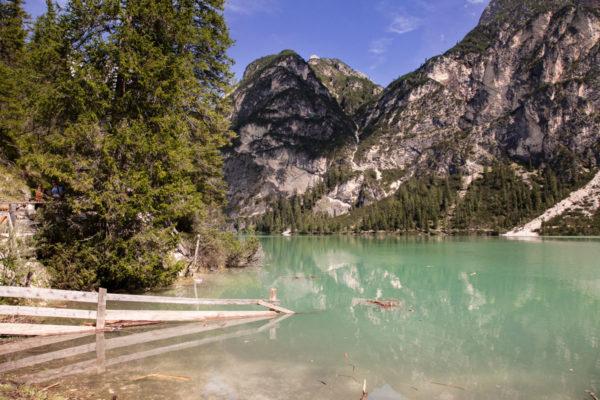 Staccionata dentro al lago