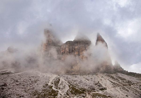 Tre Cime di Lavaredo immerse nella nebbia