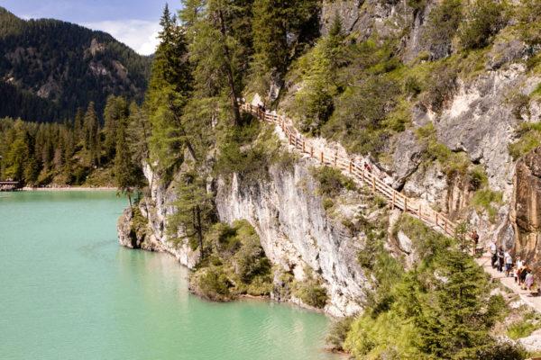 Un giorno sul lago di Braies - Passeggiata sulla sponda