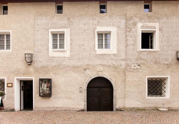 Via Sant'Albuino - Palazzo con Ingresso ribassato