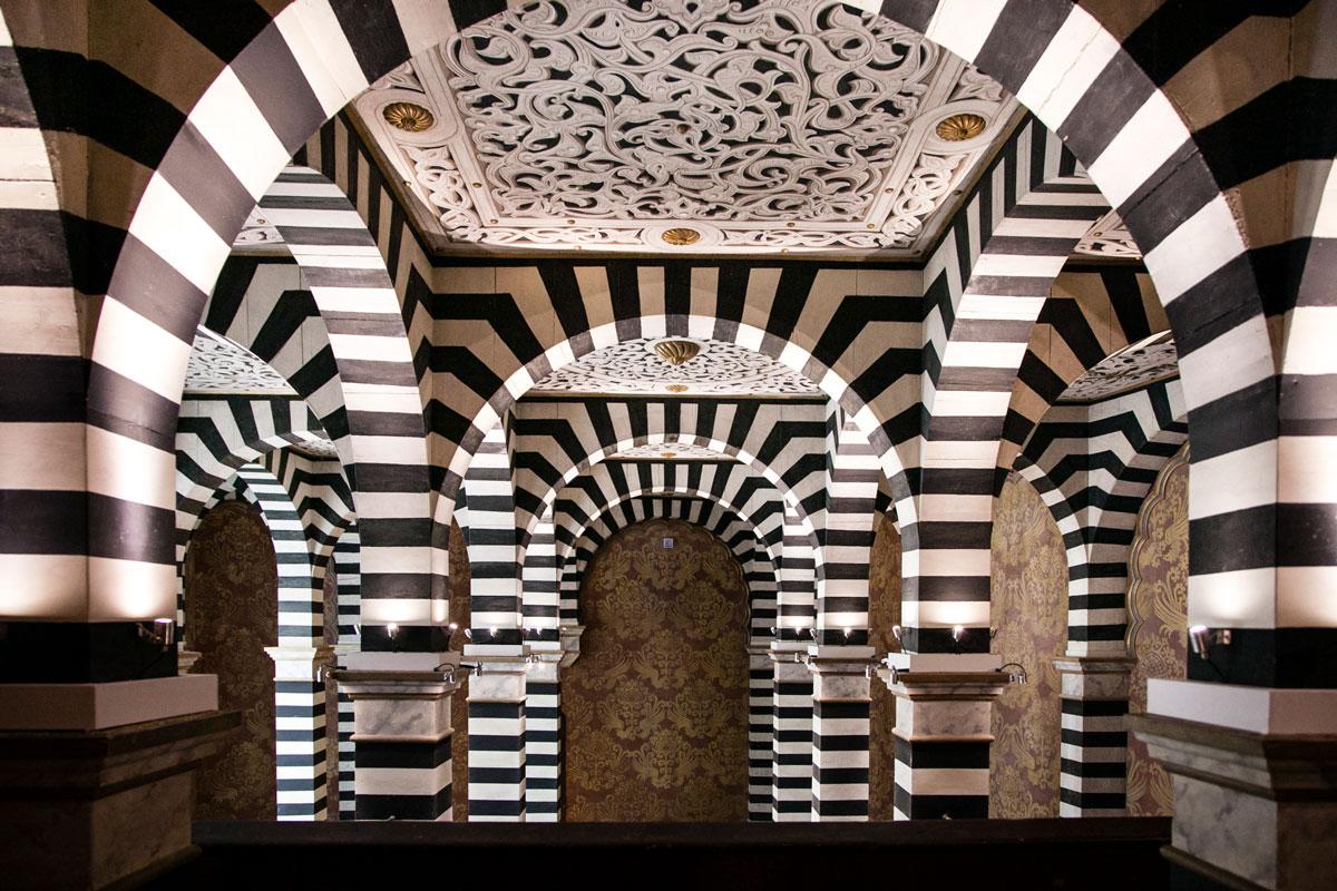 Archi e soffitto dipinto a Bologna - Rocchetta Mattei