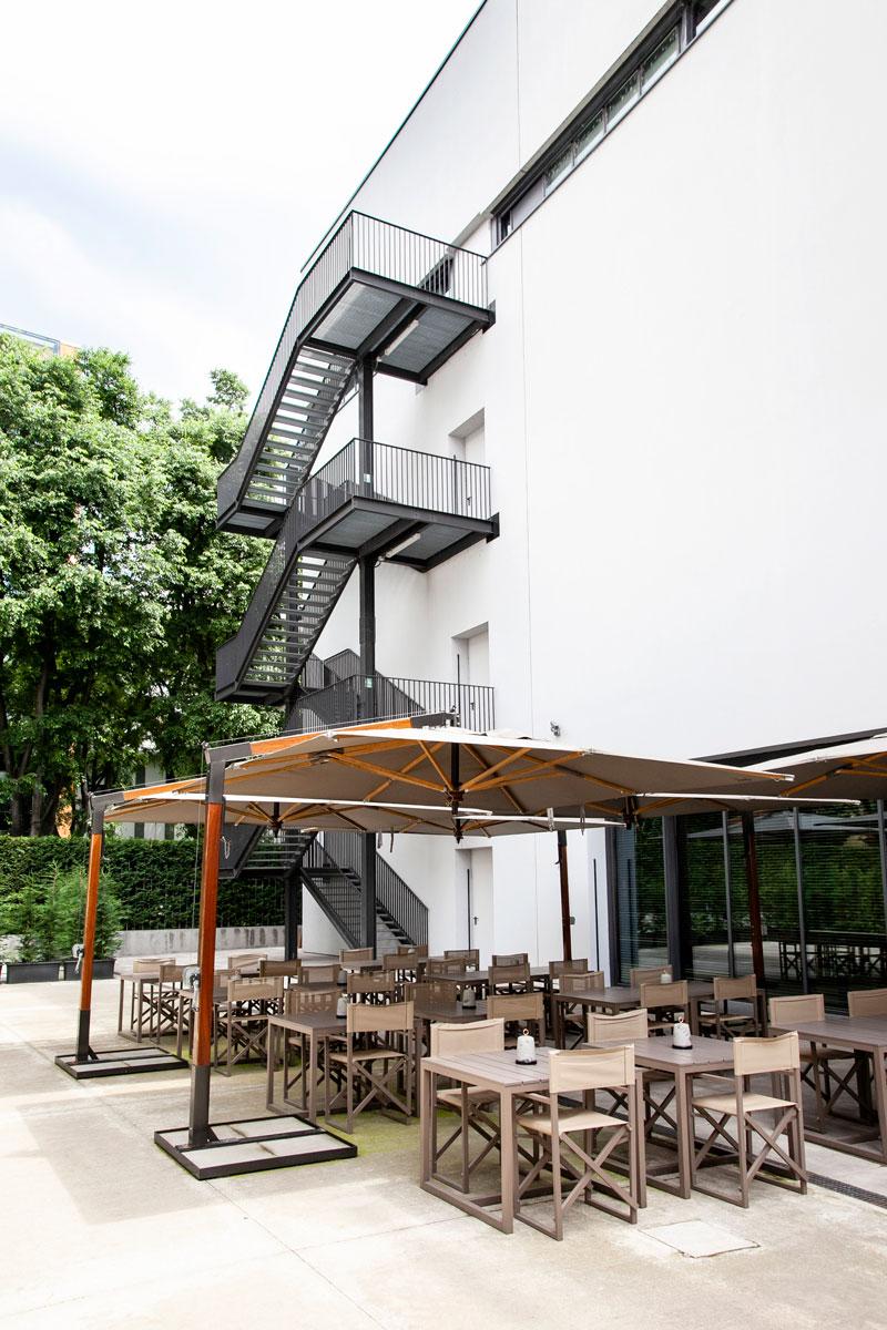 Armani Silos - Zona Bar Esterna