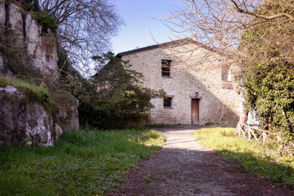 Casa in pietra nel borgo di Onferno