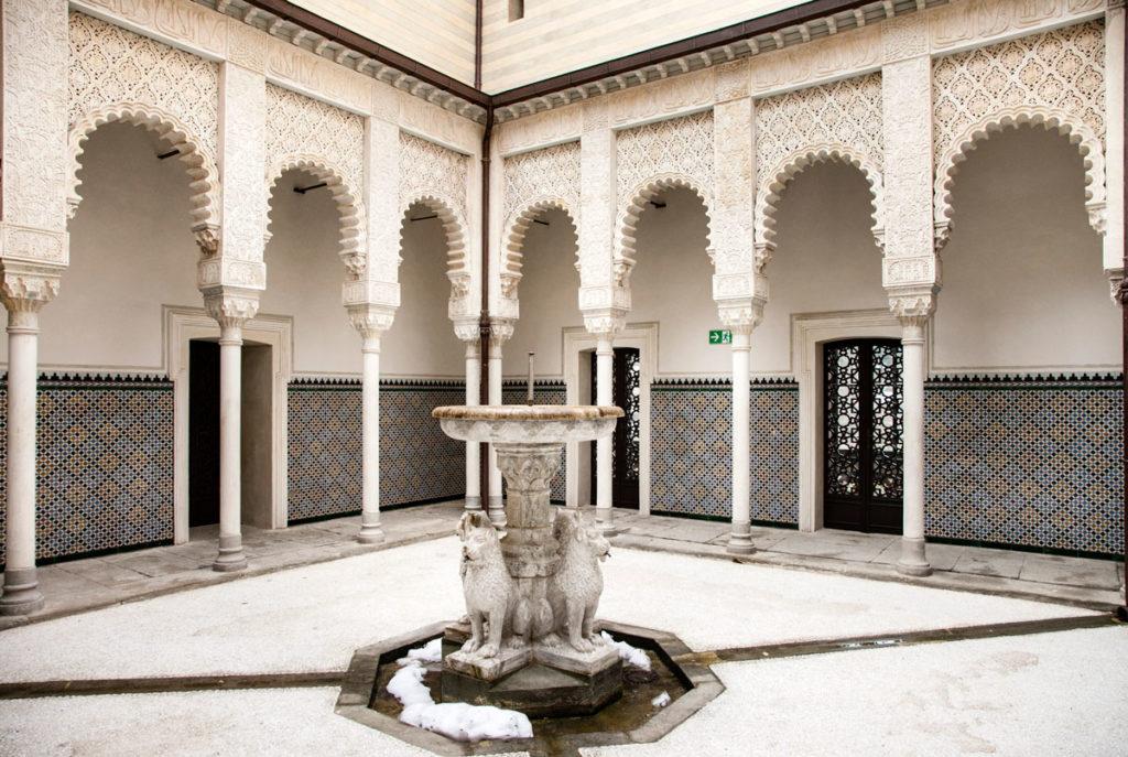 Cortile dei Leoni - Rifacimento della Fortezza dell'Alambra a Granada