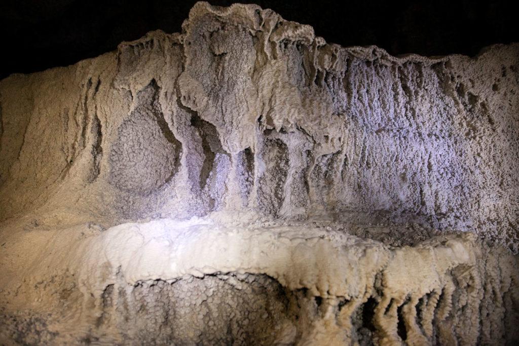 Formazioni calcaree interne alle grotte di Onferno