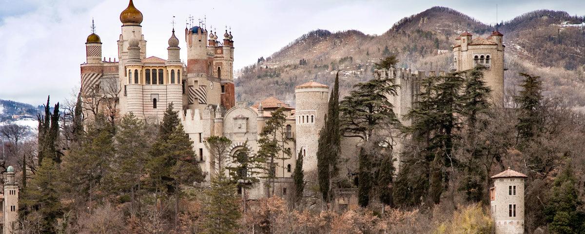 La Rocca Arabeggiante sulle colline di Bologna - Rocchetta Mattei
