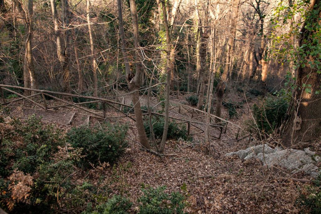 Passeggiata di 400 metri verso ingresso - dislivello di 70 metri