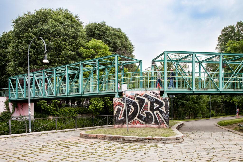 Ponte Pedonale nel Parco della Martesana di Milano - Periferia Est