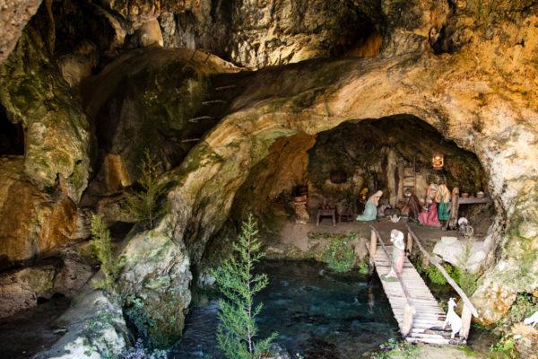Presepe nella grotta di San Cristoforo Labante