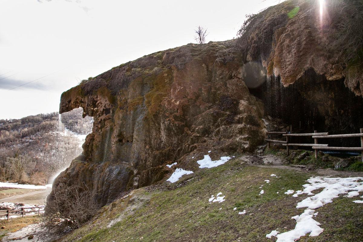Roccia e Cascata della Sorgente di Labante