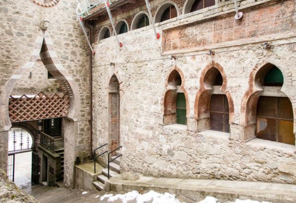Scalone di ingresso alla Rocchetta Mattei