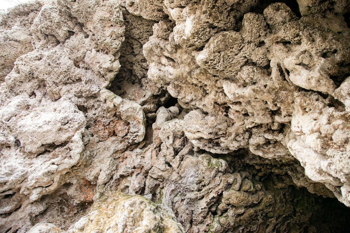 Soffitto di Roccia scavato nelle grotte
