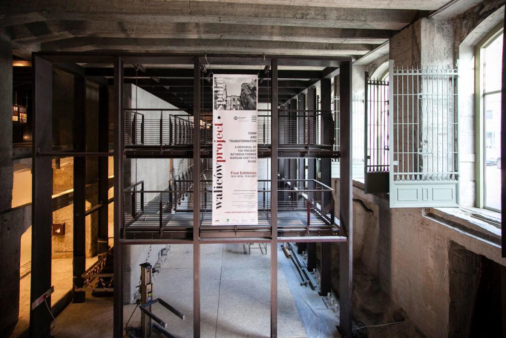 Stazione Centrale di Milano - Deportazione Ebrei - Al Fronte del Palazzo delle Poste
