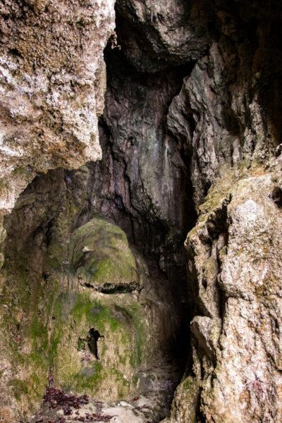 Stretti Passaggi interni alle grotte di Labante - Castel d'Aiano