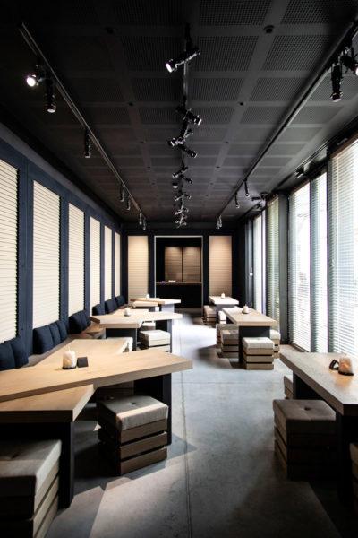 Zona bar e ristorazione interna ad Armani Silos