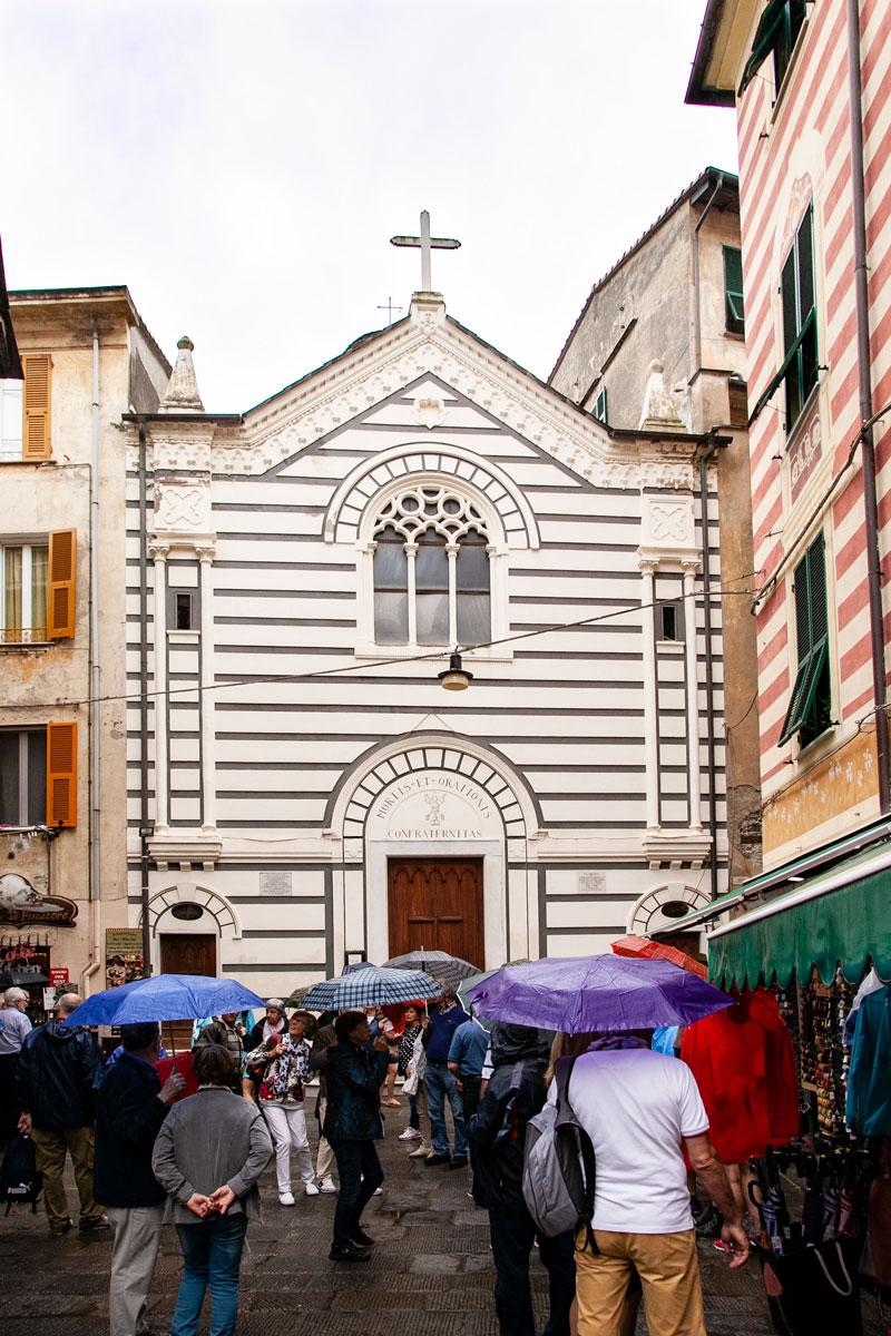 Facciata Oratorio dei Neri - Scheletri a Monterosso al Mare