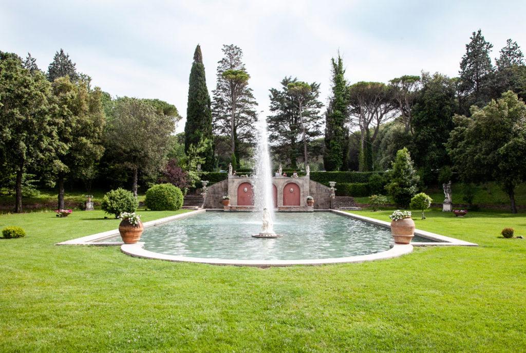 Fontana nel parco disegnato dal paesaggista Pietro Porcinai