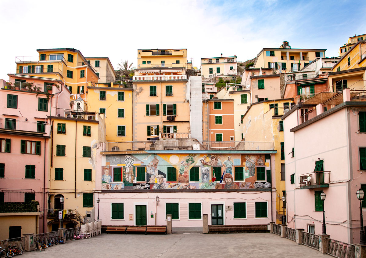 Piazzetta con Palazzi Colorati - Riomaggiore - Le Cinque Terre