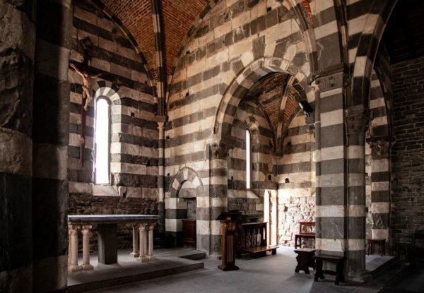 Altare e Archi della Chiesa di San Pietro - Portovenere