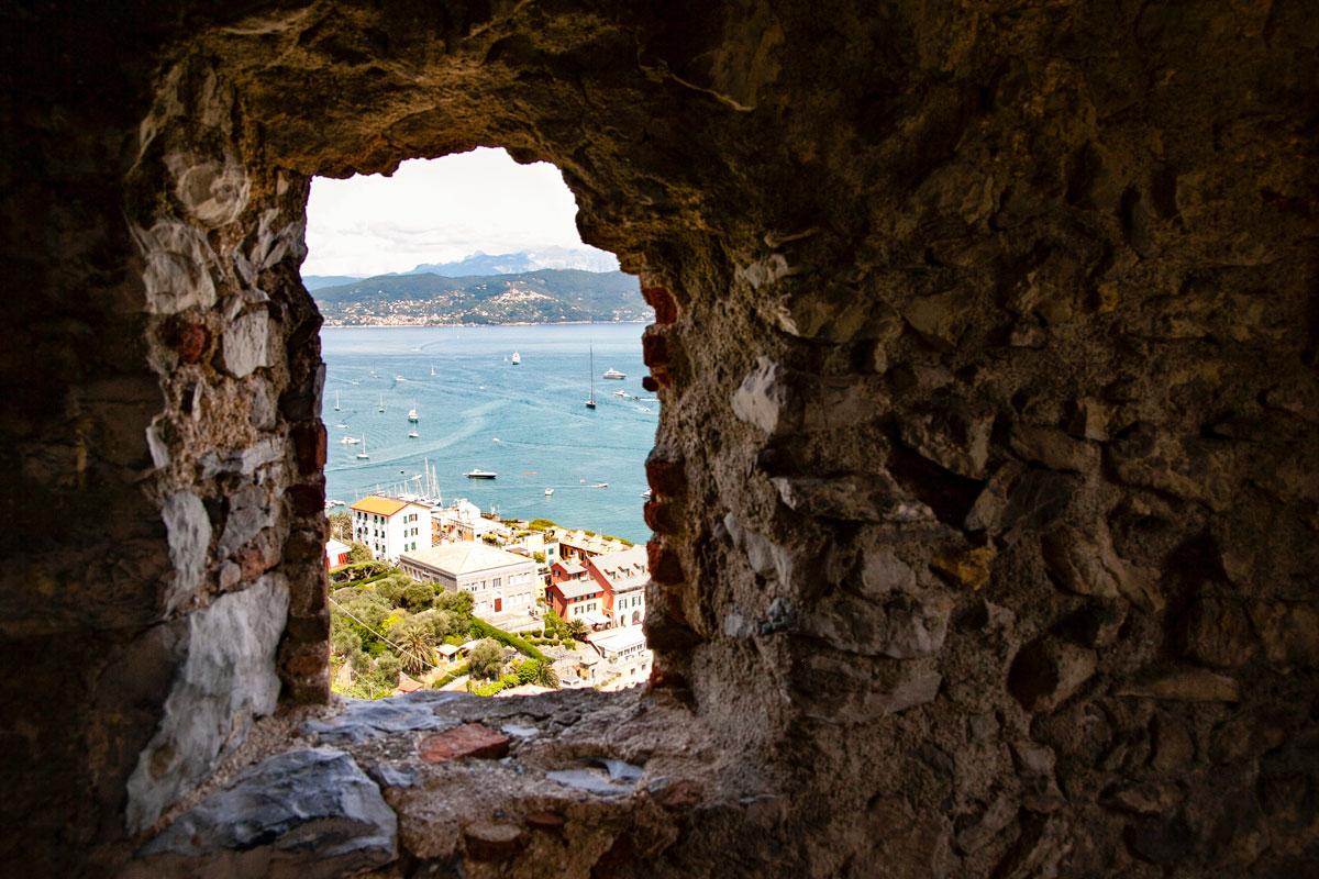 Finestra nelle Mura del Castello