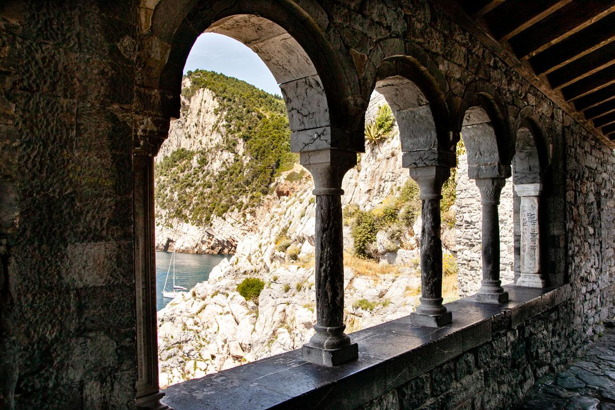 Finestre sulla grotta dell'Arpaia